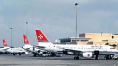 "На летище ""Шарл де Гол"" кацащ самолет излезе от пистата"
