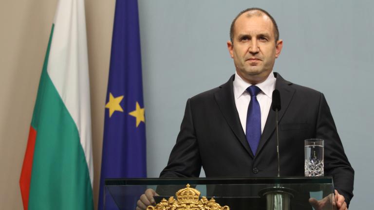 Одобрението към президента Румен Радев спада. Това сочат резултатите от