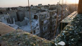 Сирийският режим уби 71 цивилни с варелни бомби край Алепо