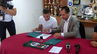 Бивш футболист на Левски подписа с Ботев (Враца)
