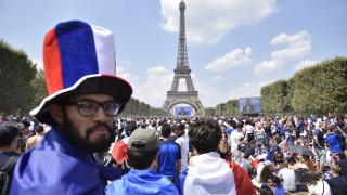 90 000 французи ликуват в близост до Айфеловата кула