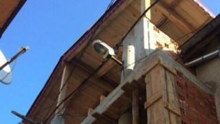 В Пловдив разрушават къщата с вградения електрически стълб