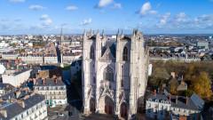Разследват умишлен палеж на катедралата в Нант