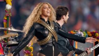 Бионсе използва финала на Super Bowl, за да обяви световно турне (СНИМКИ)