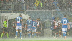 Автогол донесе важна победа на Наполи под проливния дъжд в Генуа