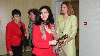 Умовете ги имаме, МОН трябва да е твърдо зад тях, декларира Кунева