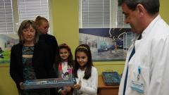 "Деца от Троян дариха хирургични инструменти на ""Пирогов"""