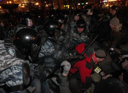 Масови арести на 20-хиляден митинг срещу Путин в Москва