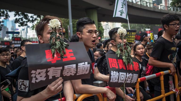 В четвъртък сутринта демонстрантите в Хонконг спряха още една блокада