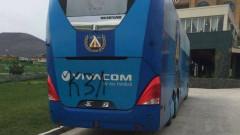 Фенове нашариха с нецензурни надписи автобуса на Левски в Пловдив