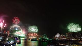 Пиротехническо шоу в Сидни на фона на огнен ужас