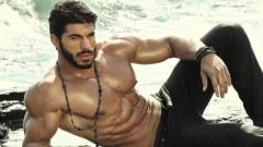 Ето как Фики Стораро помпа мускулите си