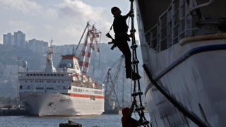 Търсенето на петрола понесе нов удар – пиратите спират да го използват