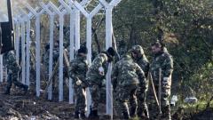 Македонската армия разпъва бодлива тел по границата с Гърция