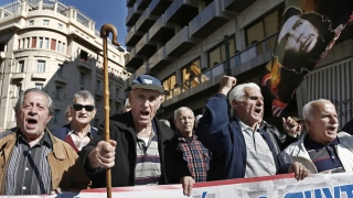 Осем години криза. Как се отрази това на гърците?