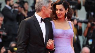 Джордж и ослепителната Амал Клуни във Венеция