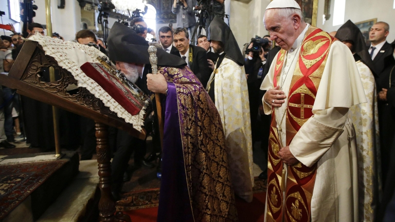 В Ереван папата отново осъди геноцида над арменците