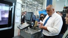 """Борисов се хвали с новите заводи като плодовете на плана """"Юнкер"""""""