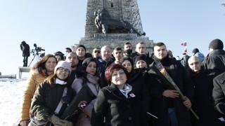 Караянчева призова да подишаме въздуха на Шипка и да почувстваме свободата с кожата си