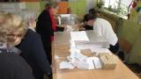 Леко се стопява разликата между Радев и Цачева, падна под 4 %