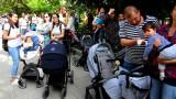 Протестна детска градина спретнаха родители под прозорците на Фандъкова