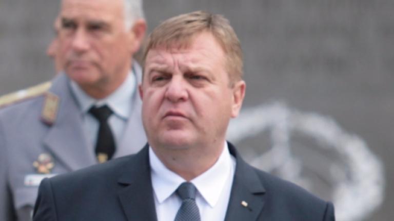Красимир Каракачанов иска подкрепа за полицицаите, не за циганите
