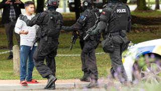 Десетки загинали и ранени при стрелба в джамии в Нова Зеландия