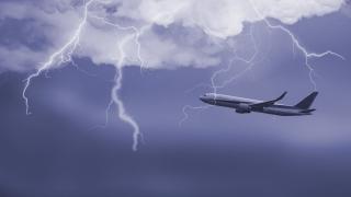 Мълнии удариха самолети на Летище София