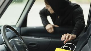 Дете засече рецидивист да краде от кола в Житница