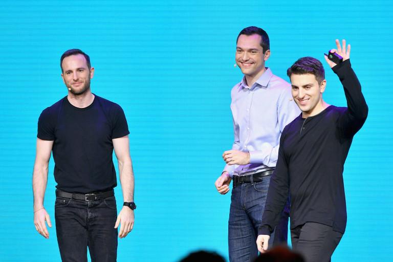 От ляво надясно: Джо Гебия, Нейтън Блехарчик и Брайън Чески