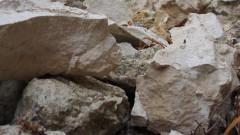 Скална маса се свлече на пътя Благоевград-Кресна, движението е затруднено