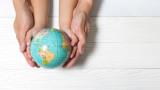 Глобалната раждаемост спада, но не и в Азия