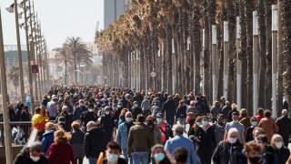 25 000 студенти в Мадрид отбелязаха учебната година, въпреки COVID