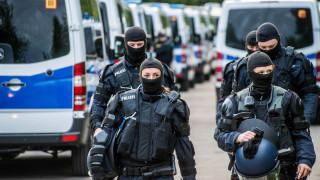 Германската полиция нахлу в мигрантски лагер след сблъсъци