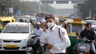 Делхи бори замърсяването с четни и нечетни номера за колите