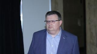 Не съм вдигал ръка за война, отсече Цацаров за скандала с Лозан Панов