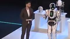 Вискотехнологичен робот показан на руски форум се оказва мъж в костюм
