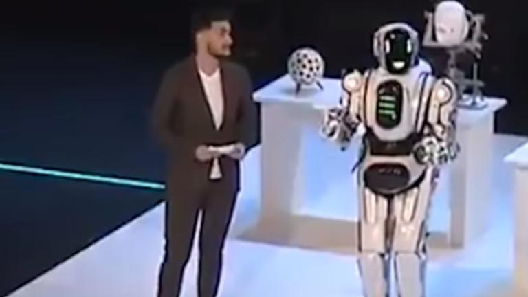 Вискотехнологичен робот показан на руски форум се оказва мъж в