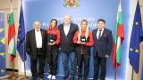 Министър Кралев връчи почетни плакети на европейските шампионки Габриела и Стефани Стоеви
