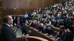 Радев заклейми опростачването на политическия живот