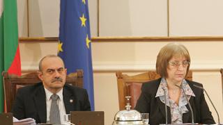 Замразяване на депутатските заплати поиска Цачева