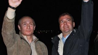 Силен спад в рейтинга на тандема Путин-Медведев в падна