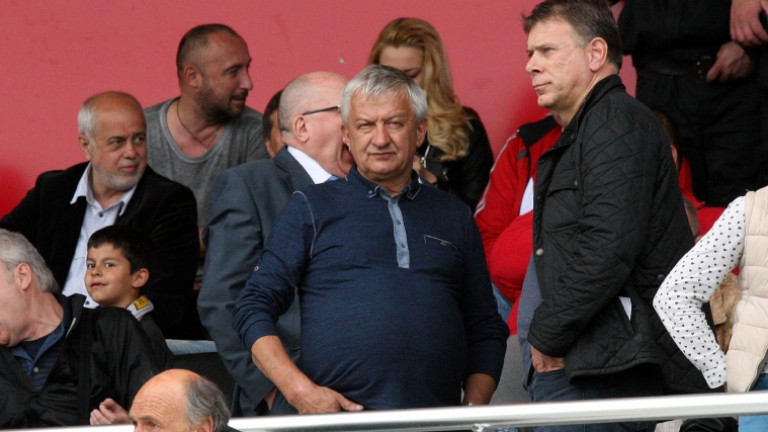 """Крушарски отговори на """"черно-белите"""" фенове: Преди три години управлявахте Локомотив, и какво направихте!?"""