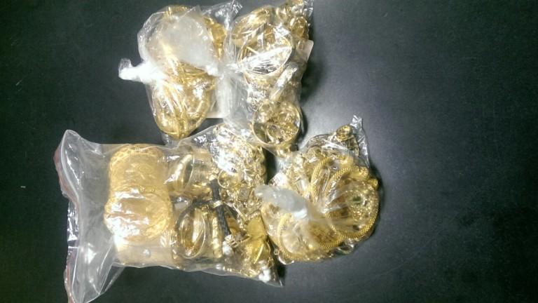 """Заловиха 4 жени с общо 1,5 кг златни бижута на """"Дунав мост"""""""