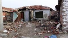 """Събориха 38 незаконни постройки във варненския квартал """"Максуда"""""""