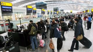 Охраната на летището в Барселона стачкува