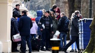 Изгонените руски дипломати напуснаха посолството в Лондон