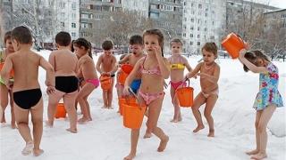 Вижте как се каляват децата в Русия (ВИДЕО)