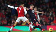 Съблекалнята на Арсенал се настрои срещу Алексис