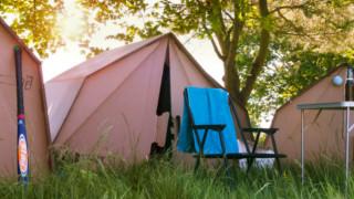 Палатките от картон, които превземат Европа